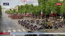 Emmanuel Macron remonte les champs Elysées en voiture militaire