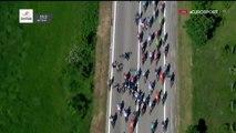 Giro : une moto mal garée fait chuter des favoris