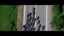 Tour d'Italie : une impressionnante chute provoquée par une moto mal garée (vidéo)