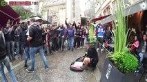 Un artiste de rue à Lyon ému par la générosité des supporters d'Ajax Amsterdam