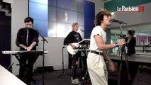 Adam Naas chante « Strange Love » en live au Parisien