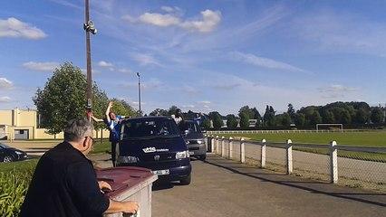 Arrivée de l'équipe fanion au stade après sa victoire permettant d'accéder au R1 !!!