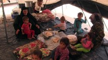 المدنيون يهربون من الرقة إلى مخيم عين عيسى