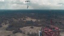 Il saute en parachute depuis un drone