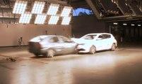 Crash test entre une Toyota Corolla de 1998 et de 2015 : laquelle sera la plus endommagée ?