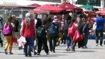 Taksim Meydanı'nda ilkokul öğrencileri birbirine girdi
