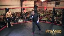 Un combattant MMA met son adversaire KO en 4 secondes