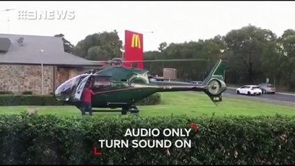 Il vient au McDo en hélicoptère