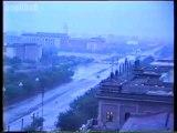 Trung Quốc ngày 04/06/1989: Quân đoàn 27 tiến vào thủ đô Bắc Kinh kiểm soát tình hình sau khi thực hiện thảm sát tại Lục