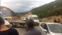 Yolcu Minibüsü ile Kamyon Çarpıştı: 1 Ölü, 17 Yaralı