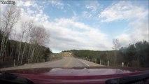 Cet automobiliste est sauvé par son reflexe et évite un camion à contre-sens
