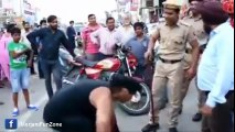 Indian Police Badly insulted and beaten by Young Man