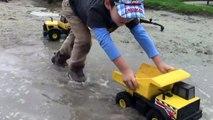 Toy Trucks for Kids - Tonka Construction Vehicles Digging in Mud - Dump Truck, Backhoe, Bulldozer-XqU9