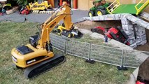 BRUDER Excavators crash video for kids!-p7