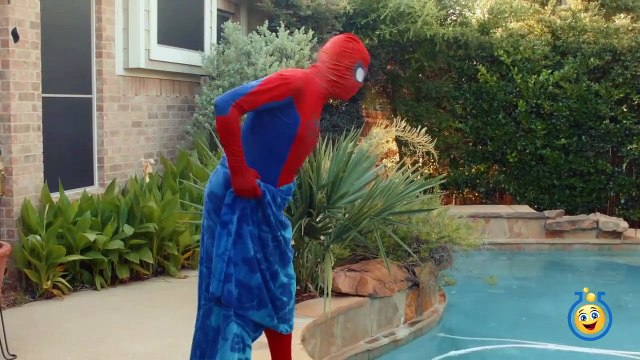 GIANT HULK EGG SURPRISE TOY OPENING w_ Spiderman vs HULK & Marvel Superheroes Toys in Fun Kids Video-cgN5Fjfh