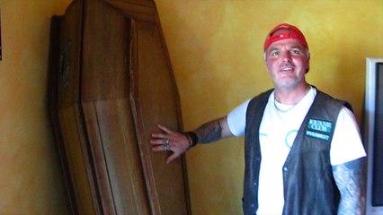 Méry-la-Bataille : Christophe Heyminck a un cercueil dans son salon