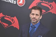 Director Zack Snyder drops out of 'Justice League'