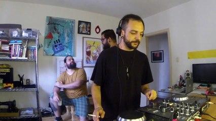 Andrevictor DJ Set - Quarto/Fresta