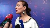 Carole Bouquet rend hommage à Roger Moore