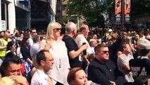 Oasis chanté par la foule en hommage aux victimes de Manchester - Don't Look Back In Anger