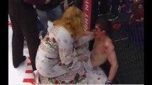 K.O ce combattant de MMA se fait gifler par sa mère pour se faire réveiller (Vidéo)