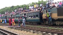 Great Eid Rush On Trains In Bangladesh - 2017 (Extreme Overcrowded Trains Video)
