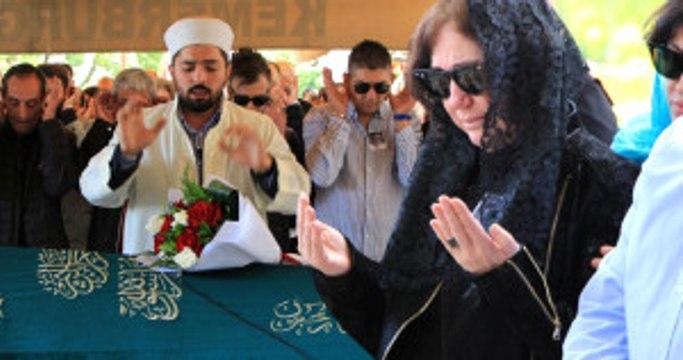 Nazan Öncel, Eşinin Cenazesinde Saf Tutup Cenaze Namazı Kıldı