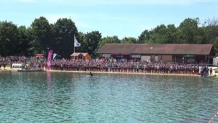Le départ du 31ème triahlon de Bourg, éidtion 2017 au lac de Bouvent.