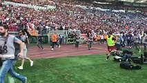Francesco Totti ovationné par son public lors de l'échauffement