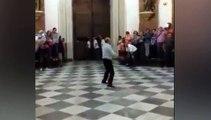 Une porte d'église s'effondre en pleine procession à Valence