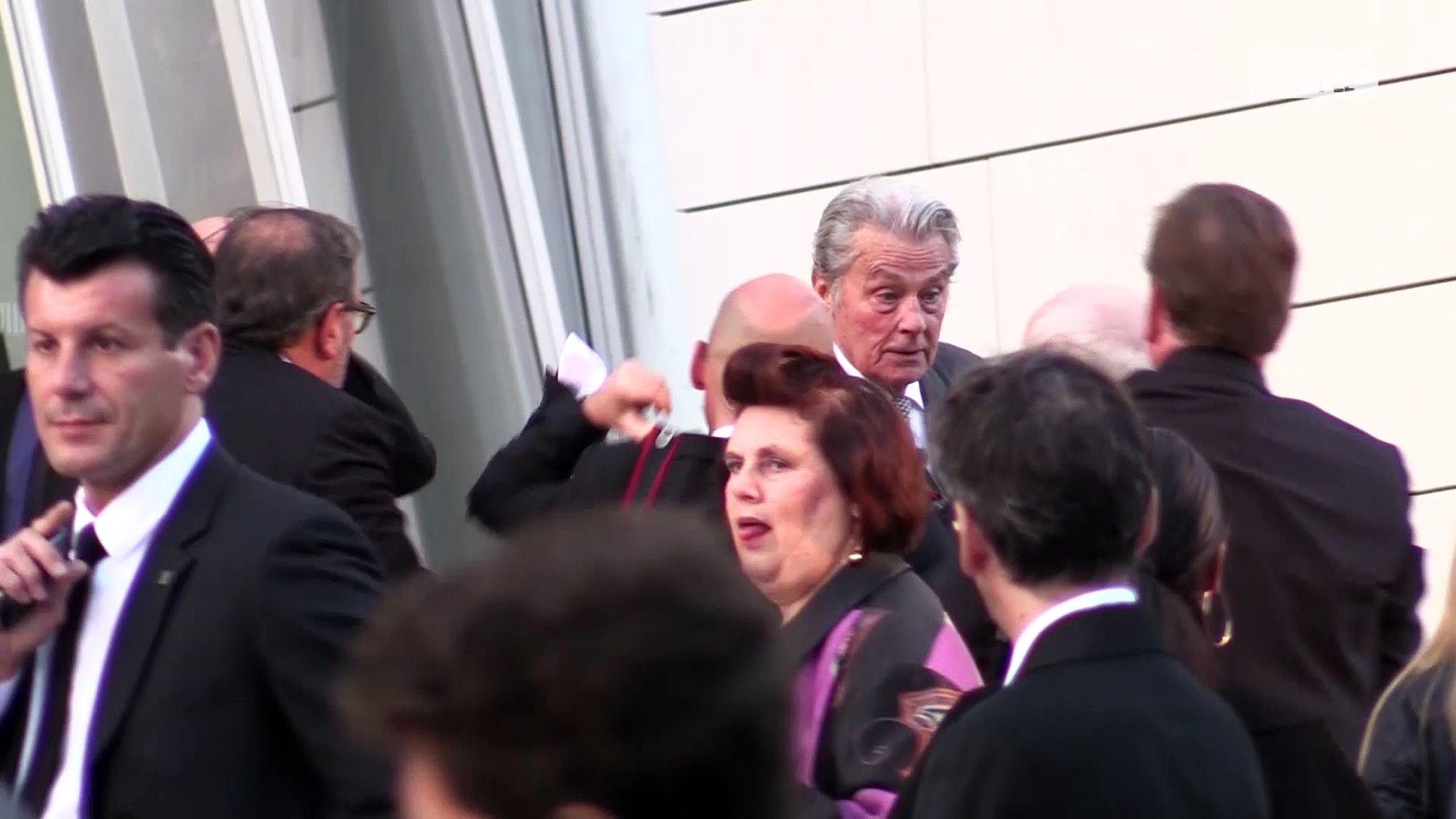Alain Delon proche de grands truands ? Il a été entendu par la police dans une affaire de banditisme