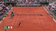 Roland-Garros 2017 : Tout en finesse Andy Murray remporte un superbe point (6-4, 2-1)