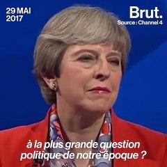 a première ministre britannique Theresa May bousculé par un journaliste