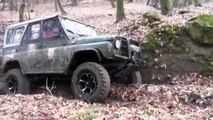 UAZ 4x4 vs Lada Niva Off road Extreme Action on Russian roads