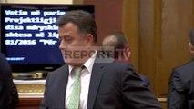Report TV - Flamur Noka hyn me forcë në seancë, thyen kordonin e Gardës