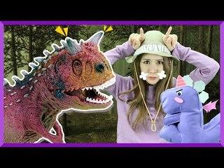 Julie's Dinosaur Story 'Carnotaurus' | CarrieAndEnglish