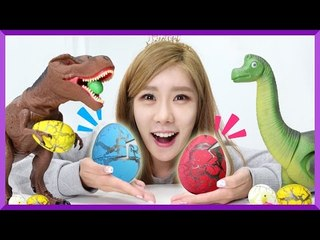 Julie finds SUPER DINOSAUR EGGS!! Surprise Egg! | CarrieAndEnglish