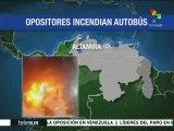 Venezuela: opositores queman autobús del sistema de transporte público