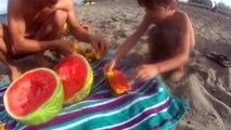 Barcos descarga lanzamiento melón melón melón juguete camiones