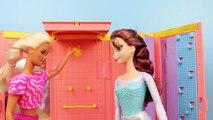 Et par par gelé problèmes casier chambre douche douche faire des exercices Barbie Brunette Elsa Gym Disneycartoys  