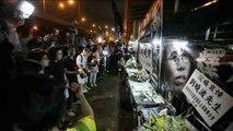 Cientos de personas acuden a la vigilia en memoria de Liu Xiaobo en Hong Kong