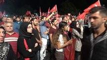 Ibb Önünde Toplanan Vatandaşlar Erdoğan'ın Konuşmasını Dinledi