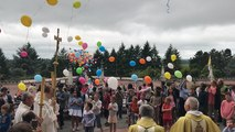 Lâché de ballon pour la fête des saints Louis et Zélie Martin