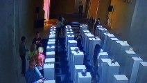 Effet domino : cette femme détruit pour 200.000€ d'oeuvres d'art en prenant un selfie