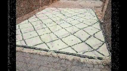 Tapis Beni Ouarain, Tapis traditionnels des Berbères marocains faits main en laine naturelle, Marrakech, Maroc