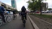 Téléphoner à vélo en prenant un selfie... BIM : grosse gamelle