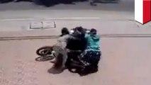 위기의 주부들, 오토바이 날치기범 붙잡아