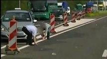 Il pleut des billets sur une autoroute des Pays-bas
