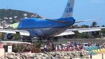 Touristes VS Souffle d'un Avion au décollage... Aéroport de Saint-Martin