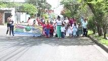 Alumnos de escuelas desfilan por el medio ambiente